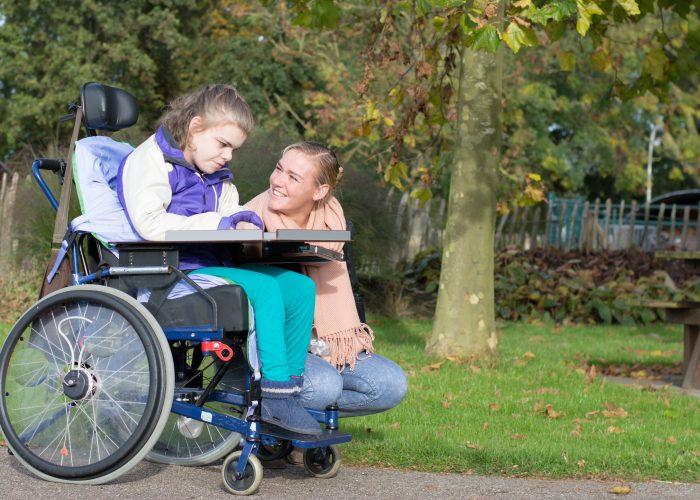 vrouw met gehandicapt meisje